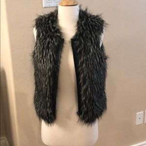 Hinge black and white fur vest